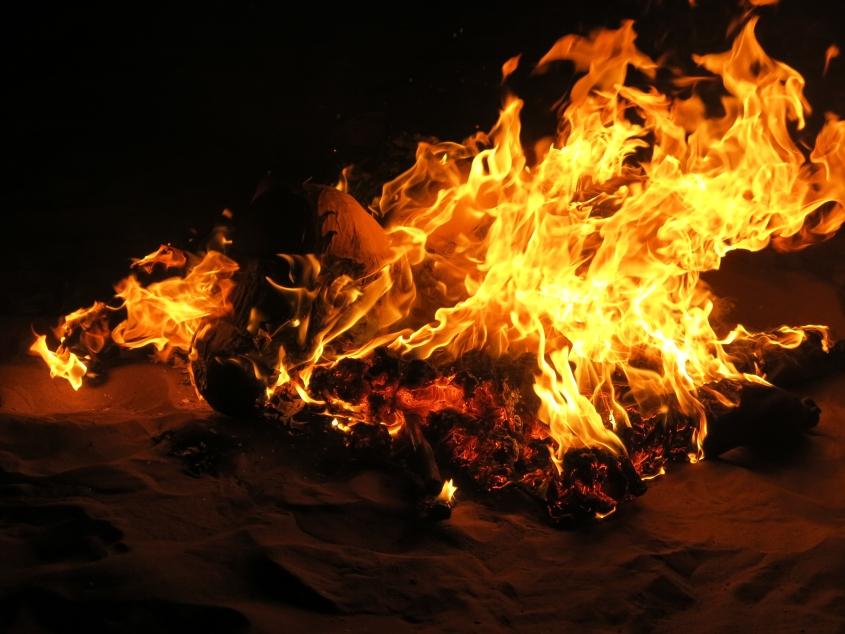 Ano Novo, vida nova. O melhor é queimar os problemas. Essa é a tradição aqui no Equador._reduzida2