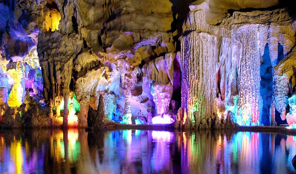 Reed-Flute-Cave,-Guilin,-China