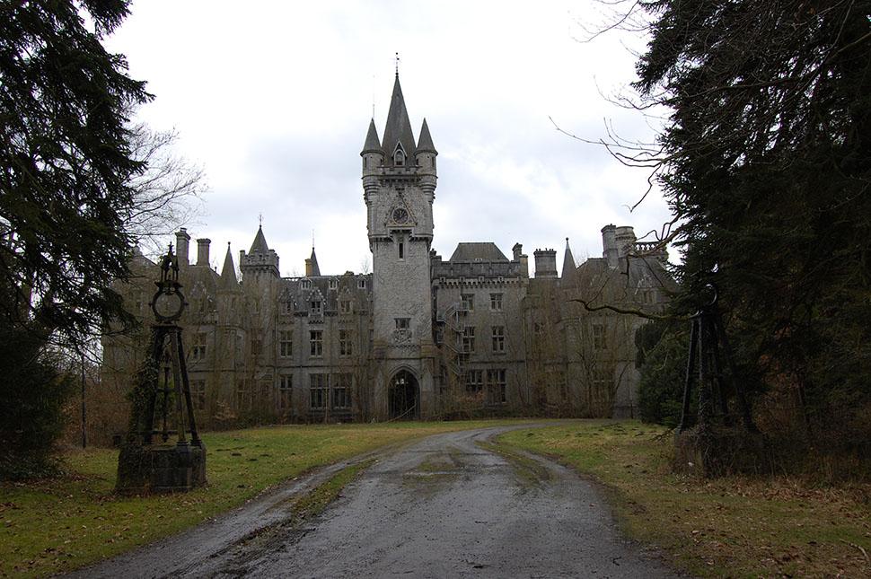 Castle_Miranda_front_side