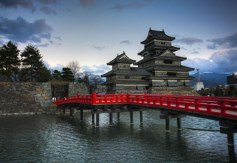 matsumoto-castle-japan-1600x1102