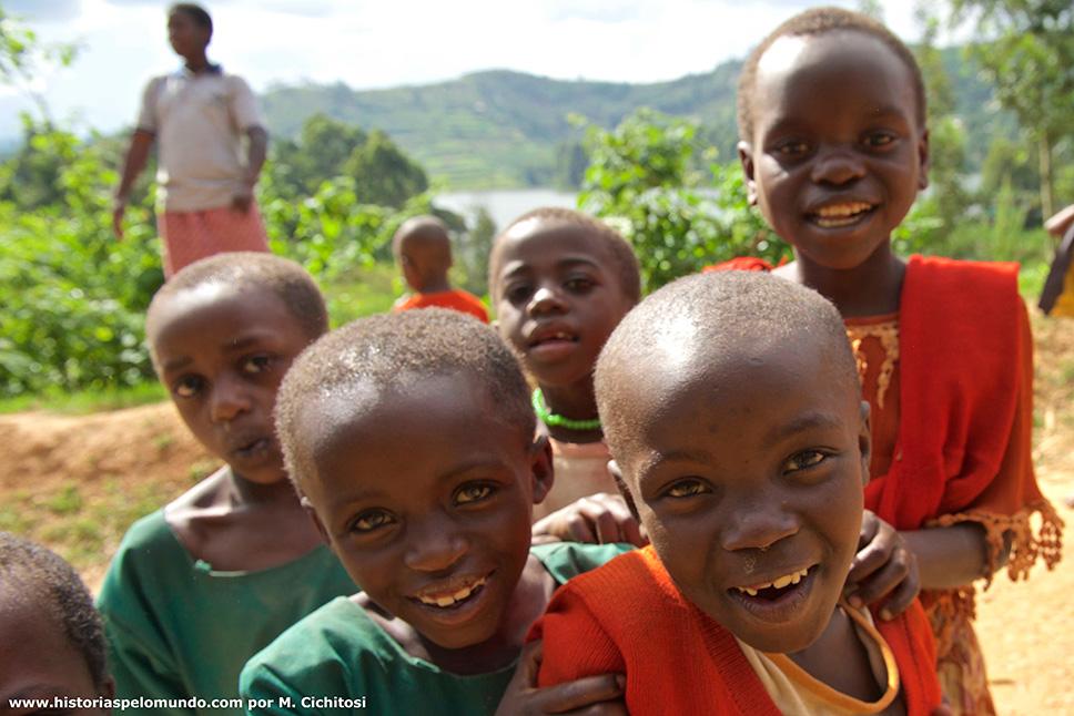 Crianças-em-Uganda