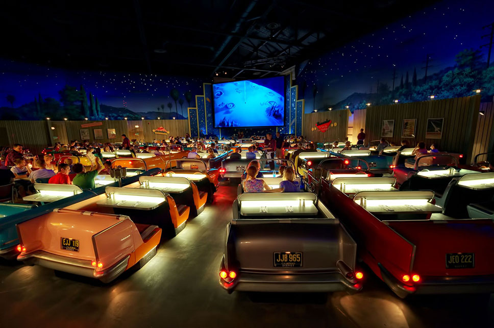Sci-Fi-Dine-In-Theater_1