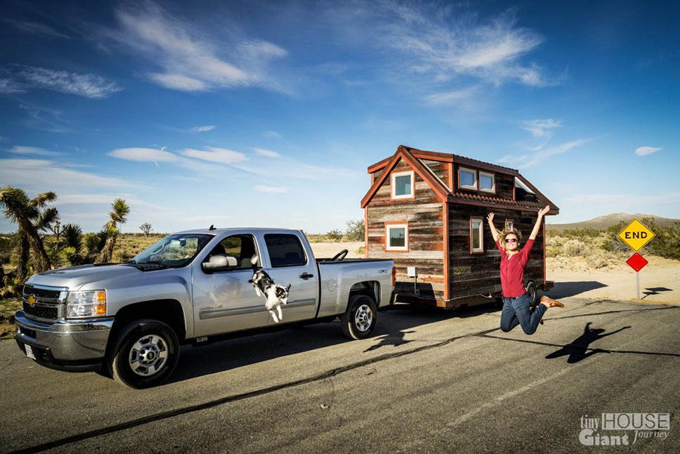 tiny-house-giant-journey-mojave-desert-0004