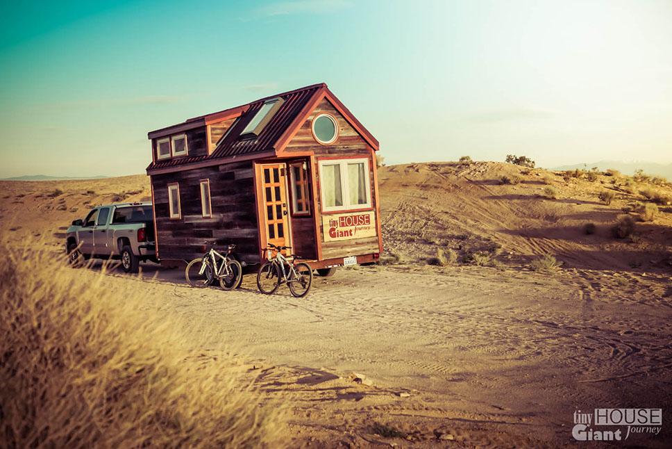 tiny-house-giant-journey-mojave-desert-0010