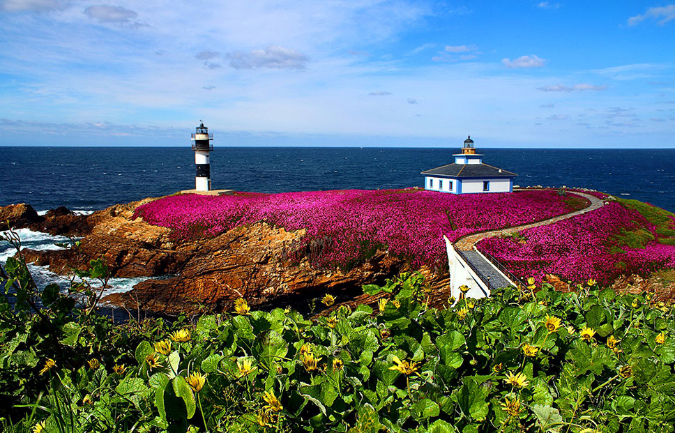 Pancha Isl Lighthouse-galicia, Spain Desktop Background