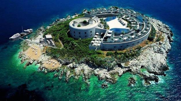 http://nomadesdigitais.com/wp-content/uploads/2016/01/mamula-island-fort-36.jpg