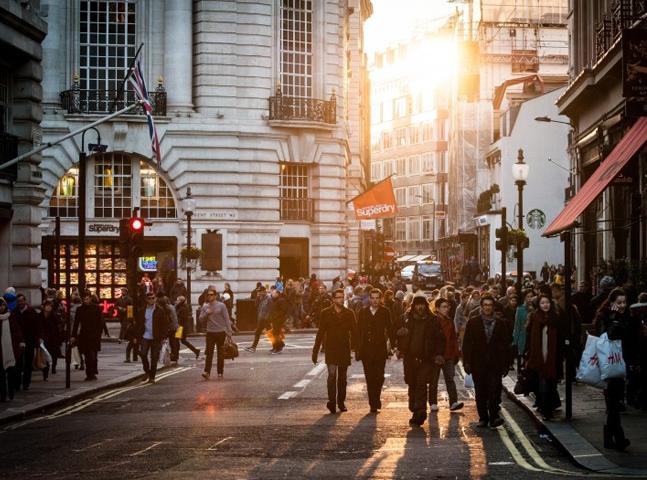 Que tal morar e estudar na Inglaterra com bolsa de estudos de até 3 mil libras?