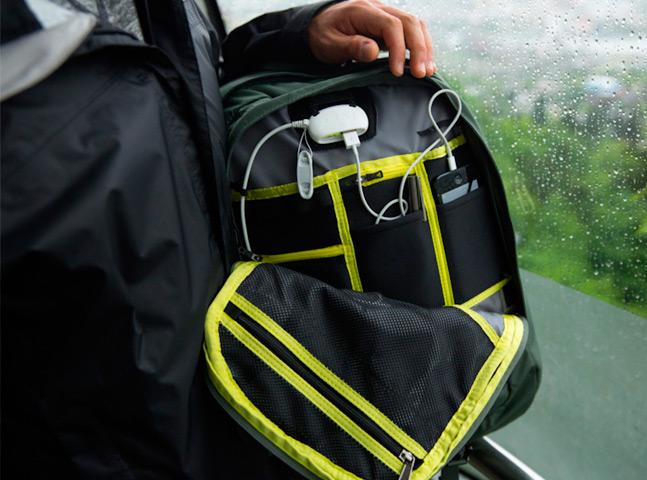 Mochilas com bateria integrada ajudam a vida de viajantes e nômades digitais