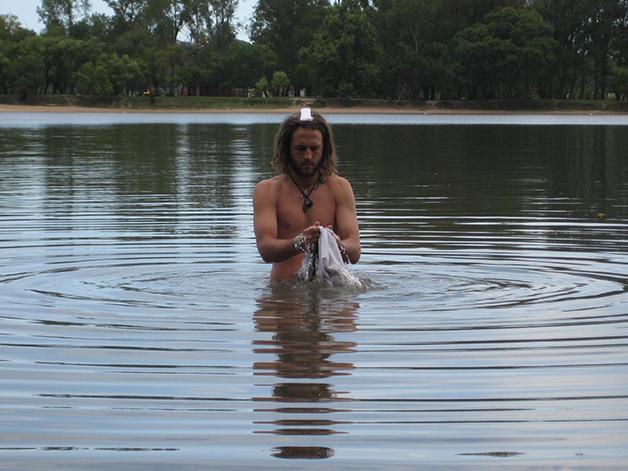 Lavando la ropa en el Rio Negro, en Mercedes