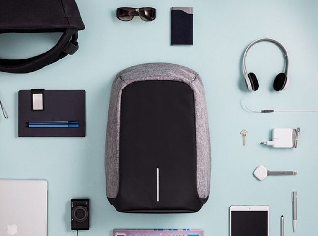 Esta mochila é anti-roubo, à prova d'água e ainda carrega seu celular