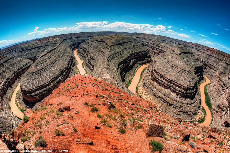 3594092B00000578-3655920-Utah_The_River_San_Juan_1_000ft_below_carved_these_incredible_ro-a-32_1466673030039