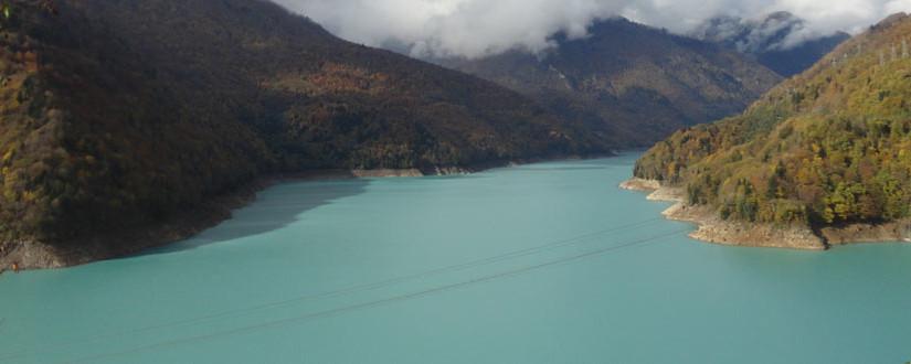 lago-mestia-825x330