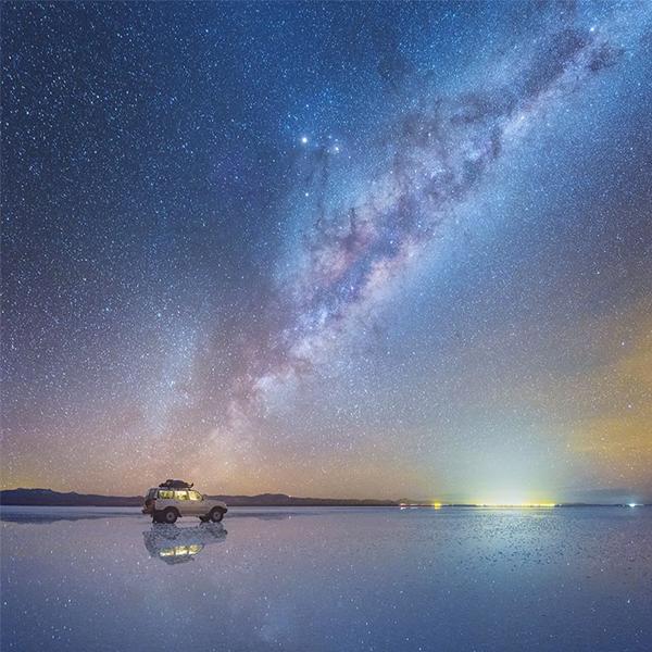Fotógrafo capta fotos incríveis da Via Láctea refletidas no Deserto de Sal na Bolívia