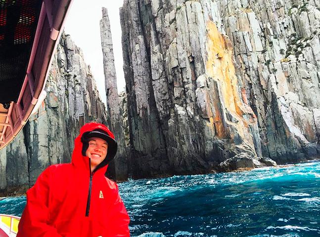 Jovem visita 65 países em apenas 5 anos e relata aventuras no Instagram
