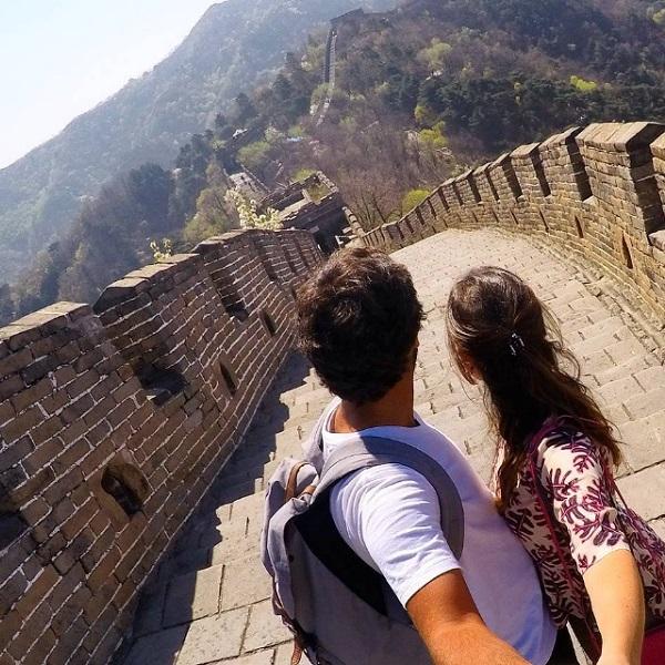 Casal brasileiro passa um ano de lua de mel viajando por 37 países