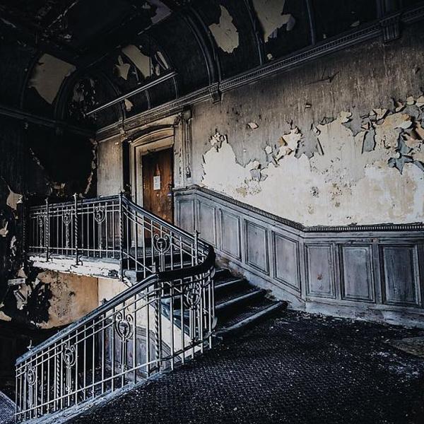 Ele viaja pelo Reino Unido fotografando a magia por trás de lugares abandonados