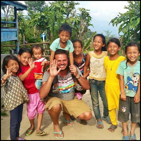 Brasileiro viajante já construiu 210 casas, 4 escolas e segue em trabalhos voluntários pelo mundo
