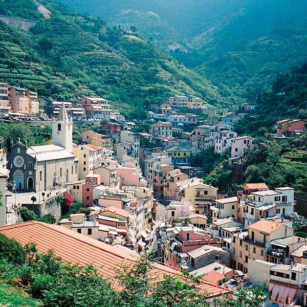 Esta série fotográfica poética vai te deixar apaixonado por Cinque Terre na Itália