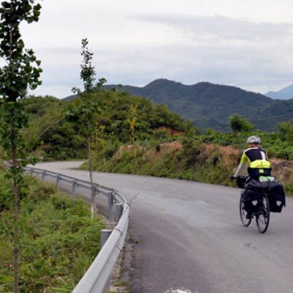 Em 3 anos, ele deu a volta ao mundo de bike passando por 60 países