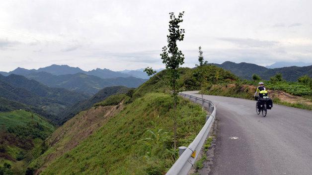 karol-china-traveling-mountains