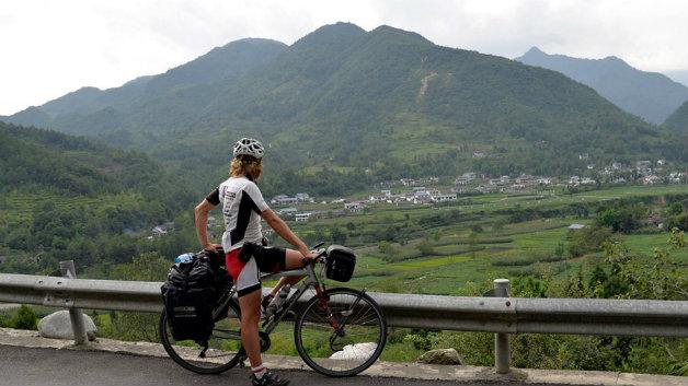 karol-watching-valley-china
