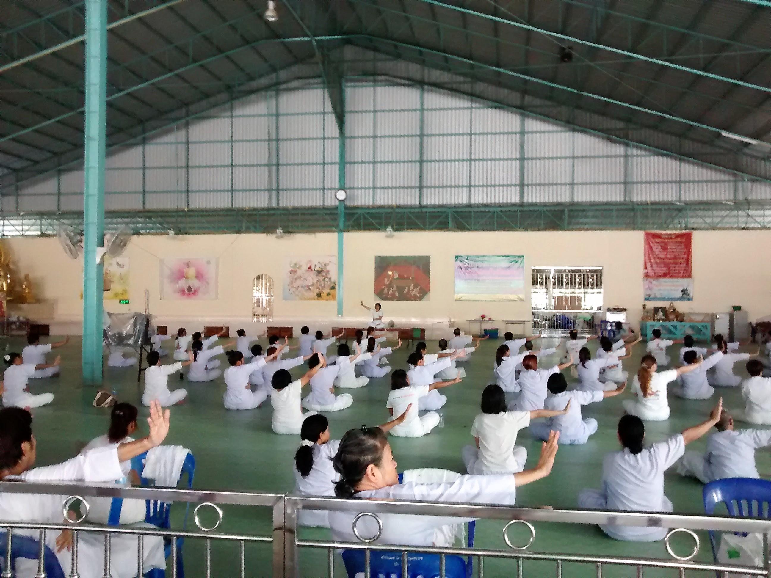 Yoga no Centro Budista na Tailandia