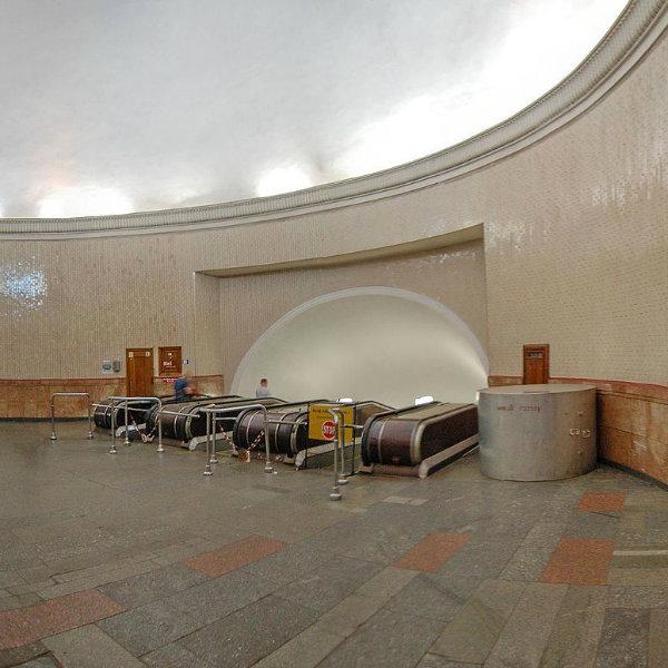 Conheça a estação de metrô mais profunda do mundo