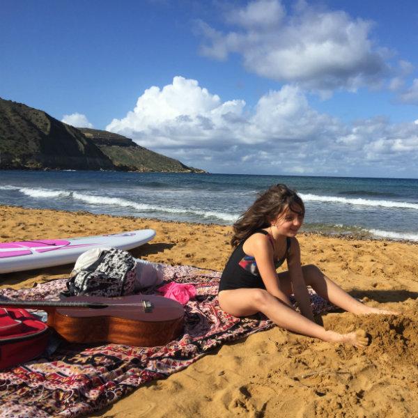 O vídeo dessa 'brasileirinha' é a prova de que é possível educar crianças e viajar ao mesmo tempo