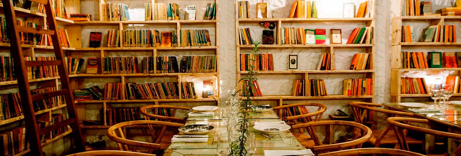Durma entre livros nestas bibliotecas que também recebem hóspedes