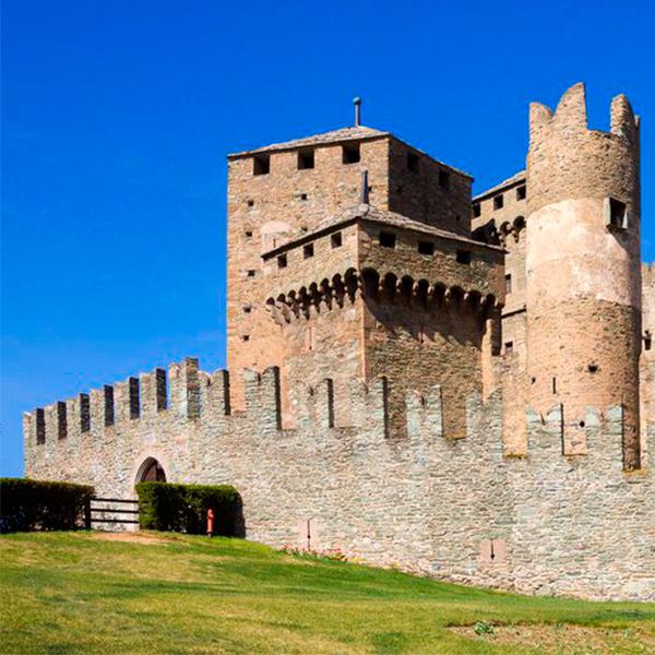 Se você sempre sonhou ter um castelo, essa é a oportunidade perfeita