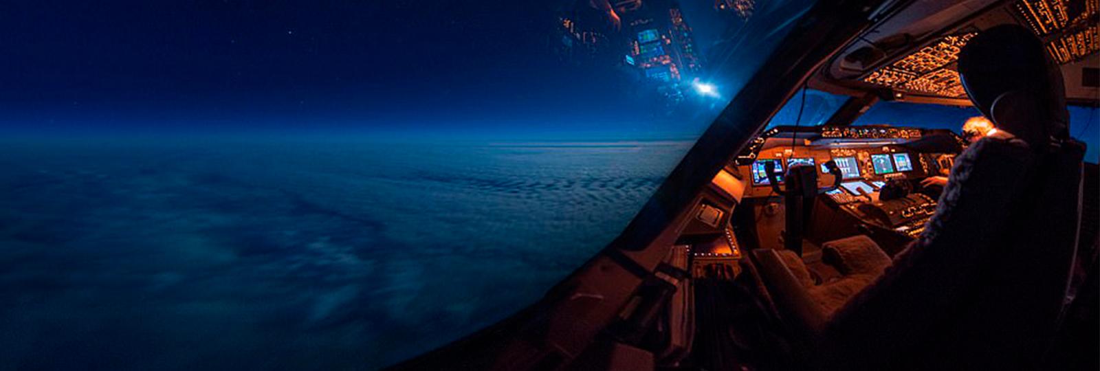 Melhor escritório: piloto capta imagens impressionantes de sua cabine num boeing 747