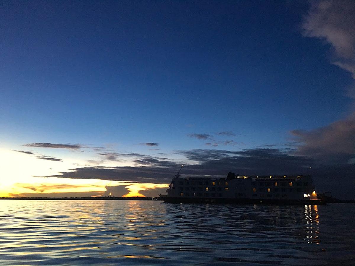 03-9 por do sol navio