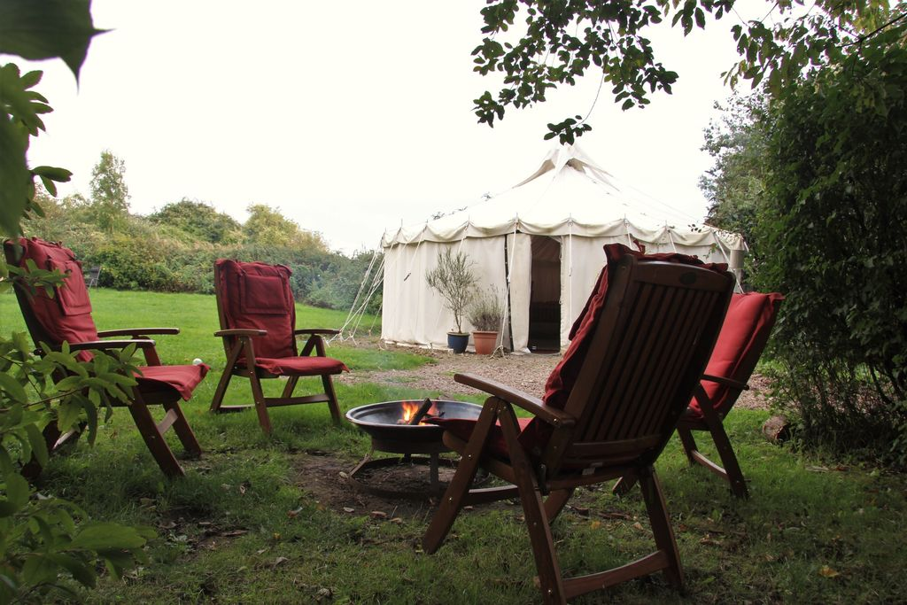 badger-barn-yurt-retreat-cotswolds-gloucestershire-large-1