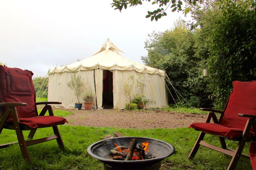 badger-barn-yurt-retreat-cotswolds-gloucestershire-large