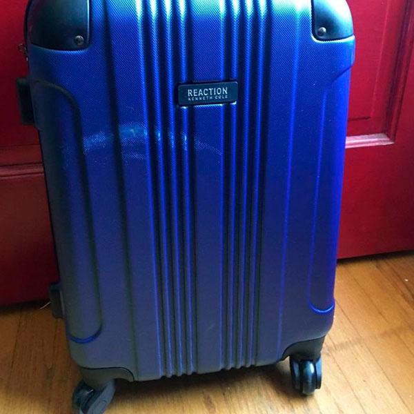 Passageiro levanta polêmica ao mostrar como as bagagens são tratadas antes e depois de um voo