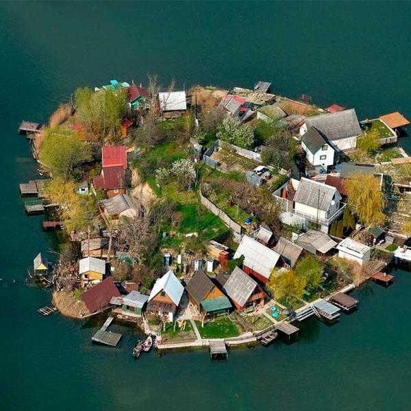 O surpreendente lago a 30 minutos de Budapeste onde ainda vivem cerca de 70 famílias