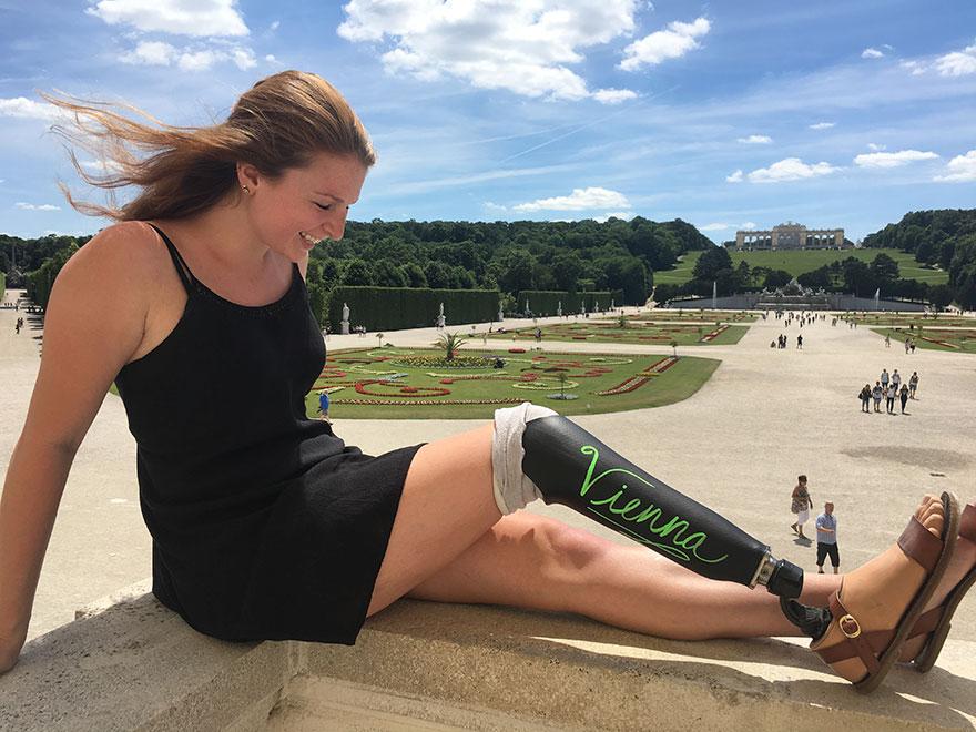 prosthesis-chalkboard-leg-trip-europe-1-595dd9581882b__880