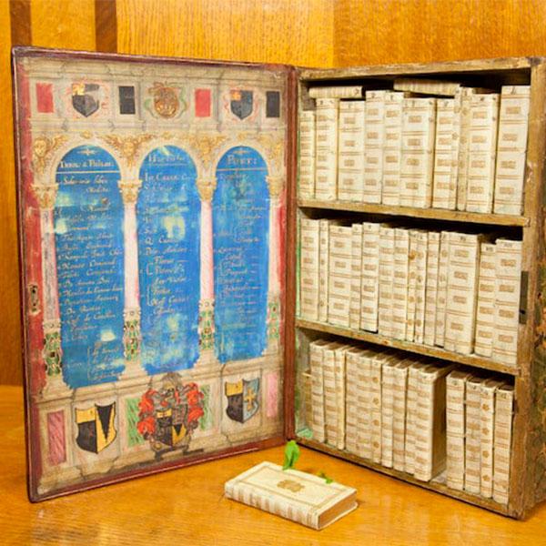 A incrível biblioteca móvel feita para viajantes é uma espécie de Kindle à moda antiga