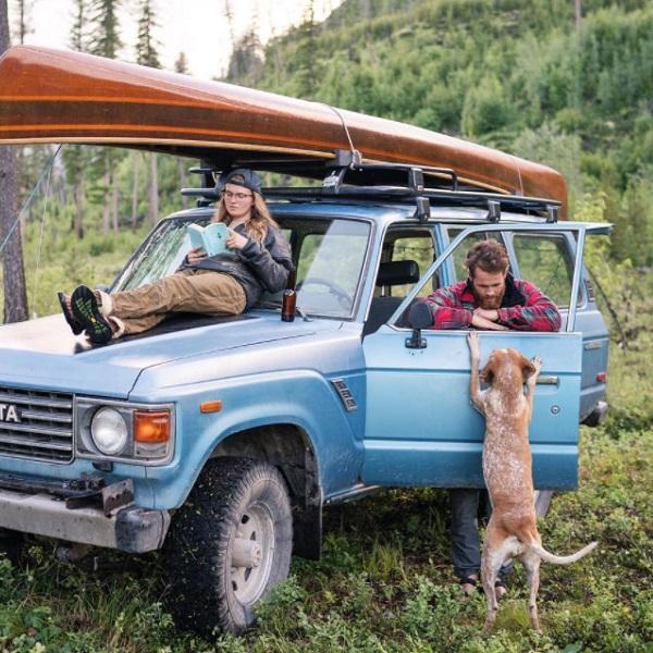 Fotógrafo nômade continua documentando a vida na estrada com seu cachorro