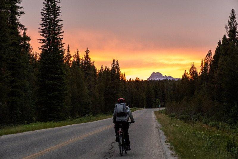 cyclingthecanadianrockies-800x534