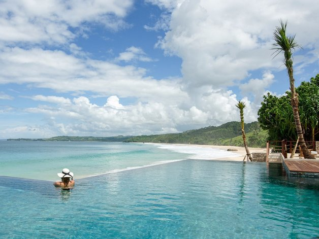 its-plunge-pool-has-views-over-nihi-beach-and-across-the-indian-ocean