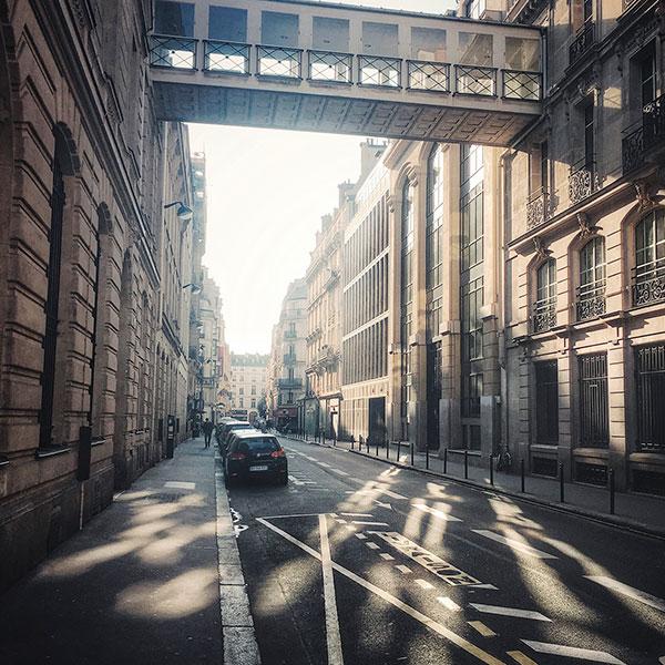 O charme de Paris é tanto que basta um iPhone para qualquer um se apaixonar