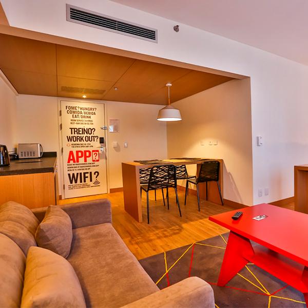 Agora é possível se hospedar no Radisson RED, um dos hotéis mais incríveis da Europa, aqui no Brasil