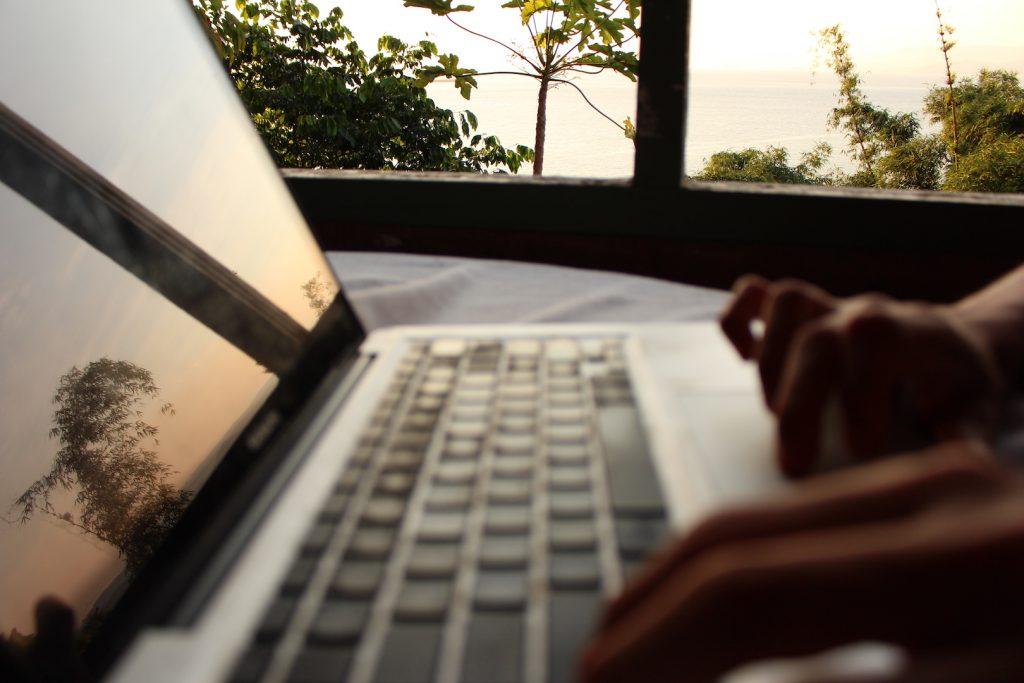 13 ideias de trabalho para quem quer iniciar no nomadismo digital